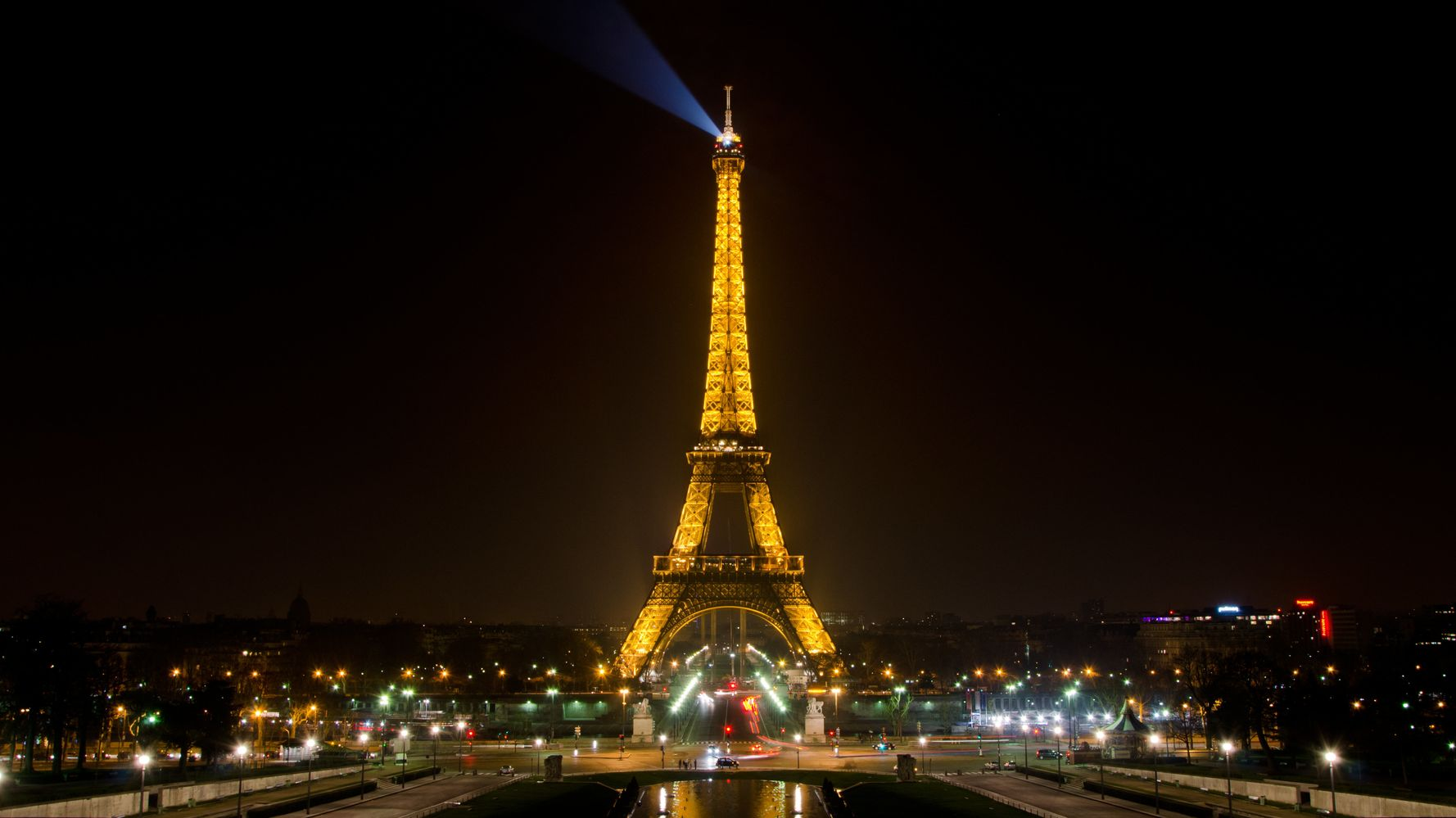 Why 1 A.M. Is The Best Time To See The Eiffel Tower