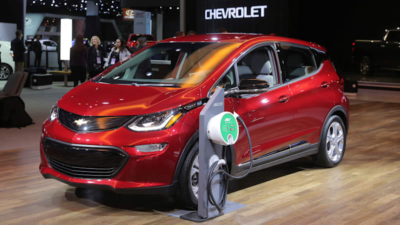 GM tells Bolt EV owners to park 50 feet away from other vehicles